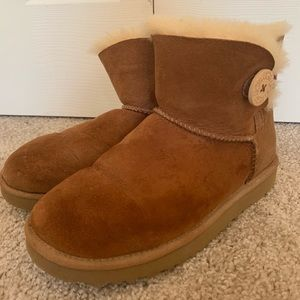 Ugg Boots with bailey button size 7